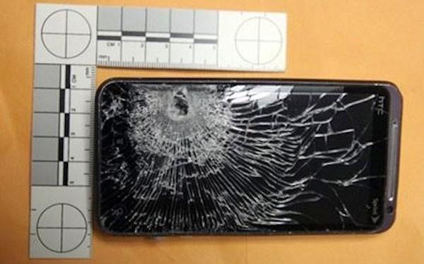 Смартфон HTC One спас жизнь человеку