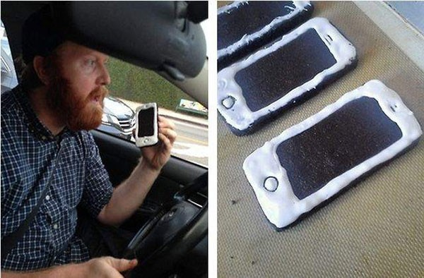Американский комик неуместно разыграл полицию печеньем в виде мобильника