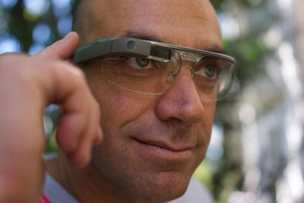 Google Glass научился делать фото по морганию глазом