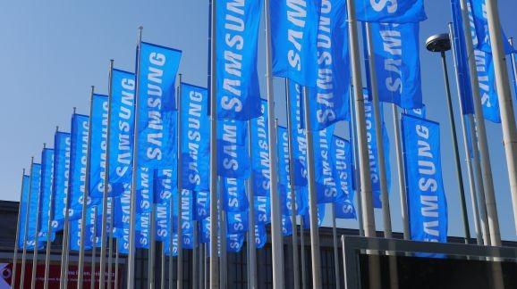 Новые слухи о Samsung Galaxy S5: флагман могут представить за день до MWC 2014