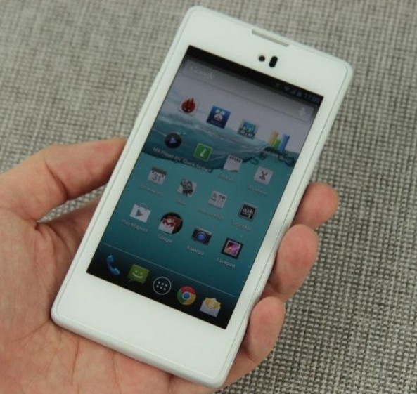 Розничные продажи российского смартфона YotaPhone с треском провалились