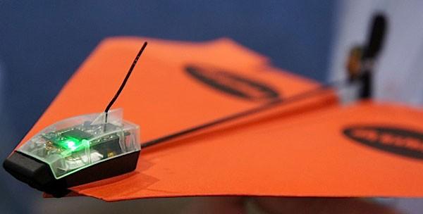CES 2014: радиоуправляемый бумажный самолетик PowerUp