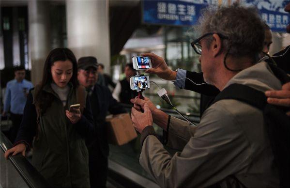 Видео, посвященное годовщине Apple в бизнесе, сняли на 100 «айфнов»