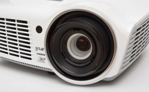 Два доступных проектора Vivitek: предварительный обзор