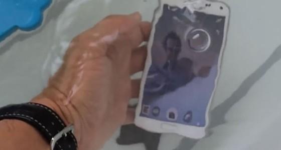 Недорогие смартфоны станут водонепроницаемыми в 2015 году