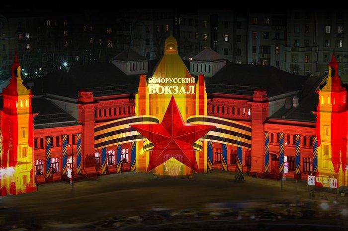 День Победы в Москве отпраздновали световым шоу