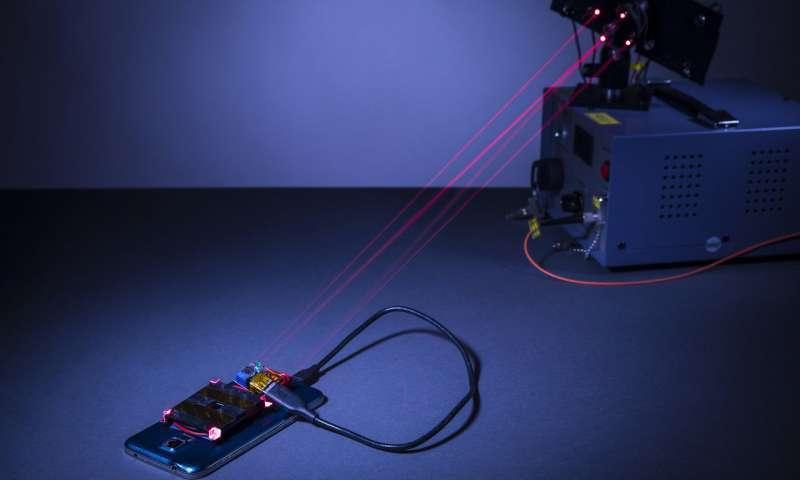 В США изобрели настоящую беспроводную зарядку при помощи лазера