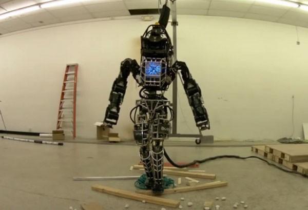 Робот ATLAS сделал первые шаги