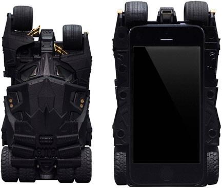 Бэтменский кейс Tumbler для iPhone получил встроенный проектор