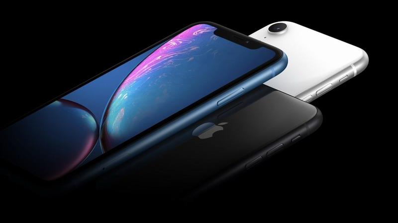 Apple iPhone XR активно дешевеет в России