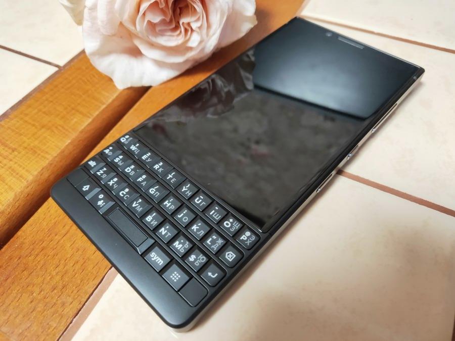В России вышел смартфон TCL BlackBerry KEY2 с QWERTY