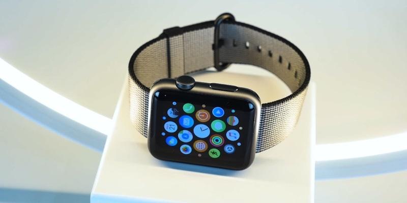 Apple больше не будет ремонтировать часы Watch первого поколения